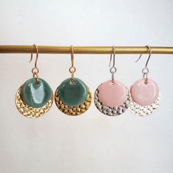 Boucles oreilles métal martelé et porcelaine teintée