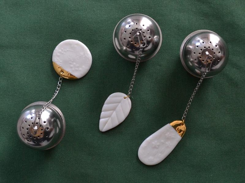 Boules à thé porcelaine or